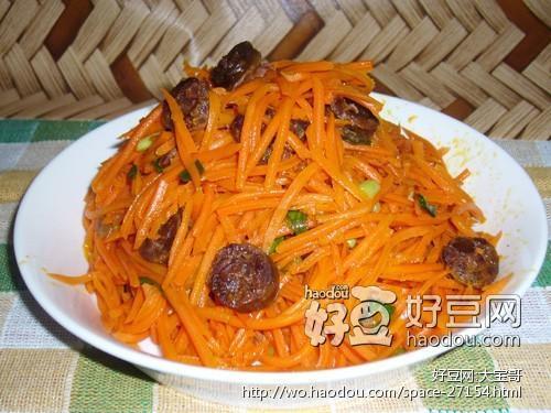 鸭肝肠炒胡萝卜丝的做法